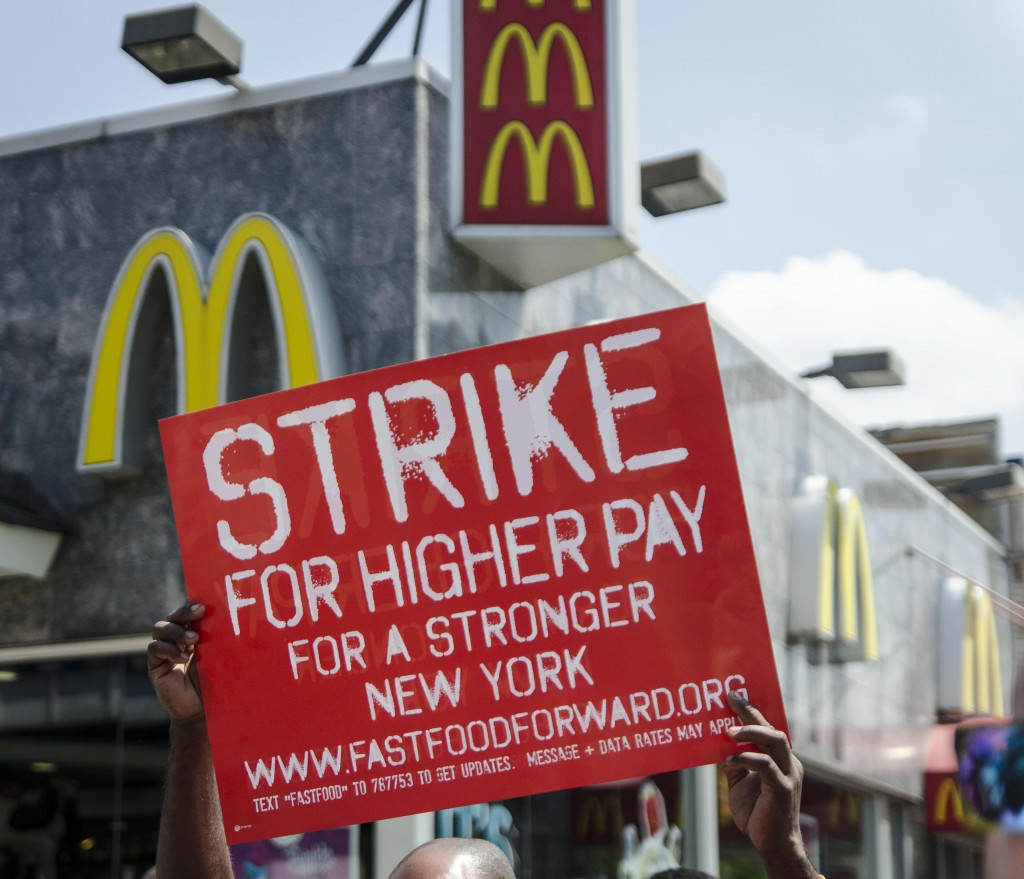 A Higher Minimum Wage May Help Workers Essay