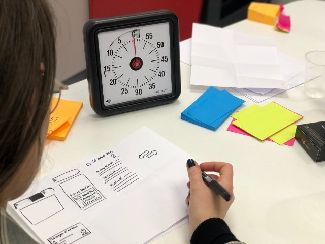 student writing an outline with a timer